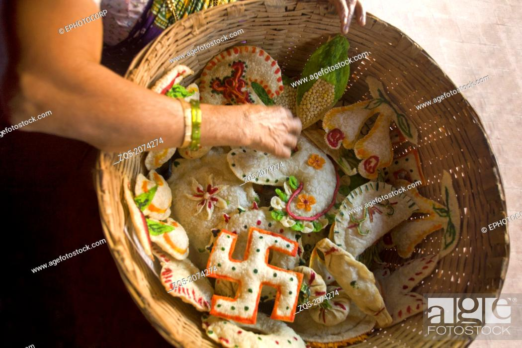 Imagen: Hindu goan sweets made for baby shower, Goa, India.