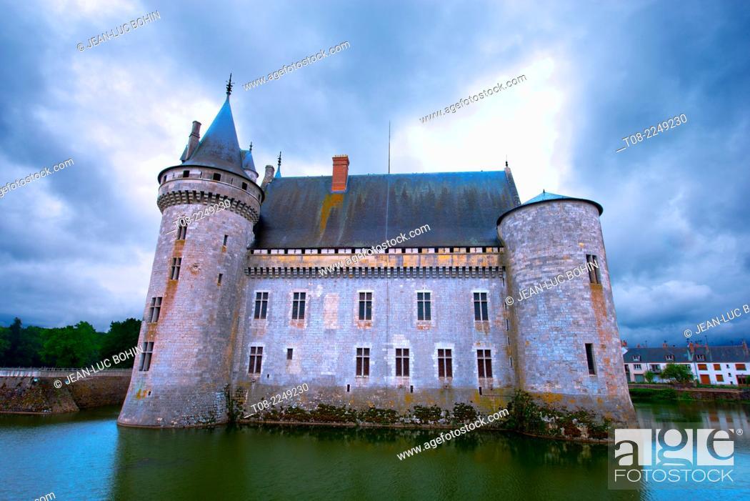 Imagen: france, loiret, sully-sur-loire : middle-age castle.