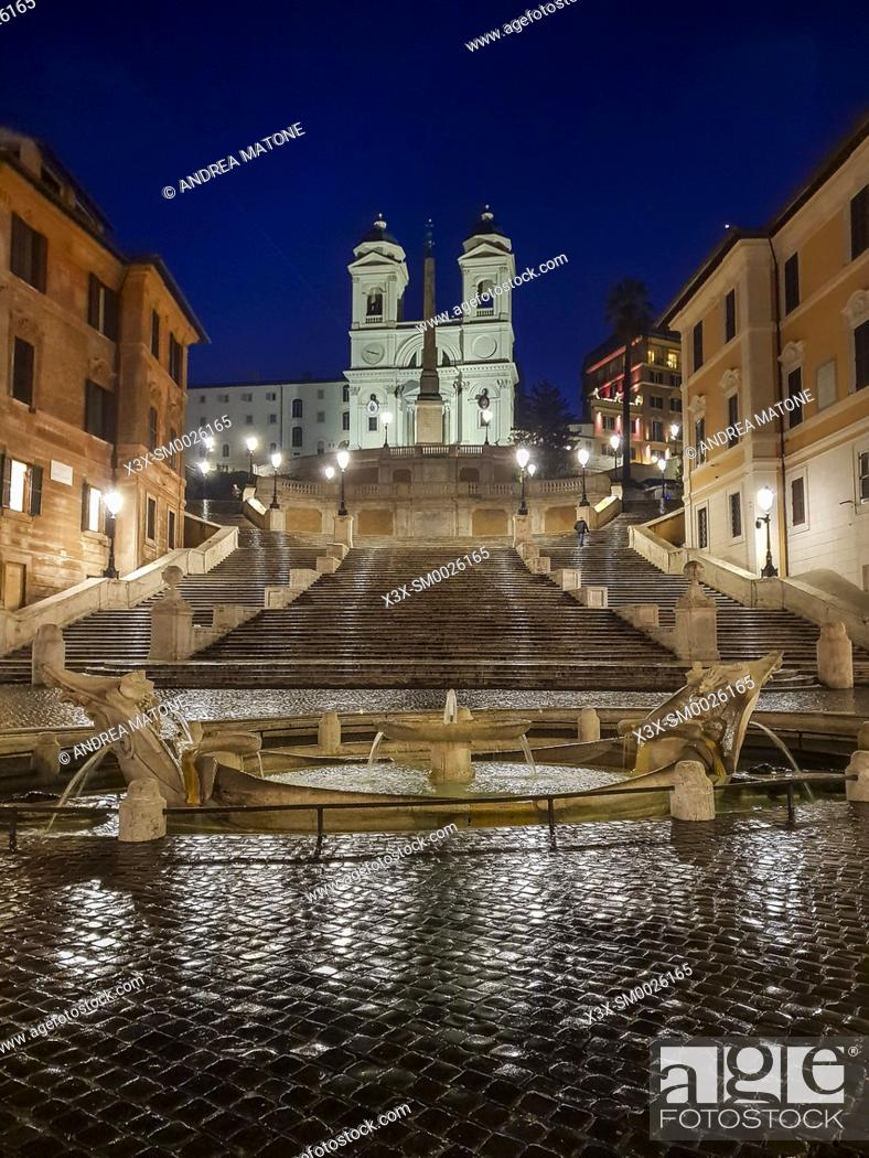 Imagen: Piazza di Spagna Spanish steps at night Rome Italy.