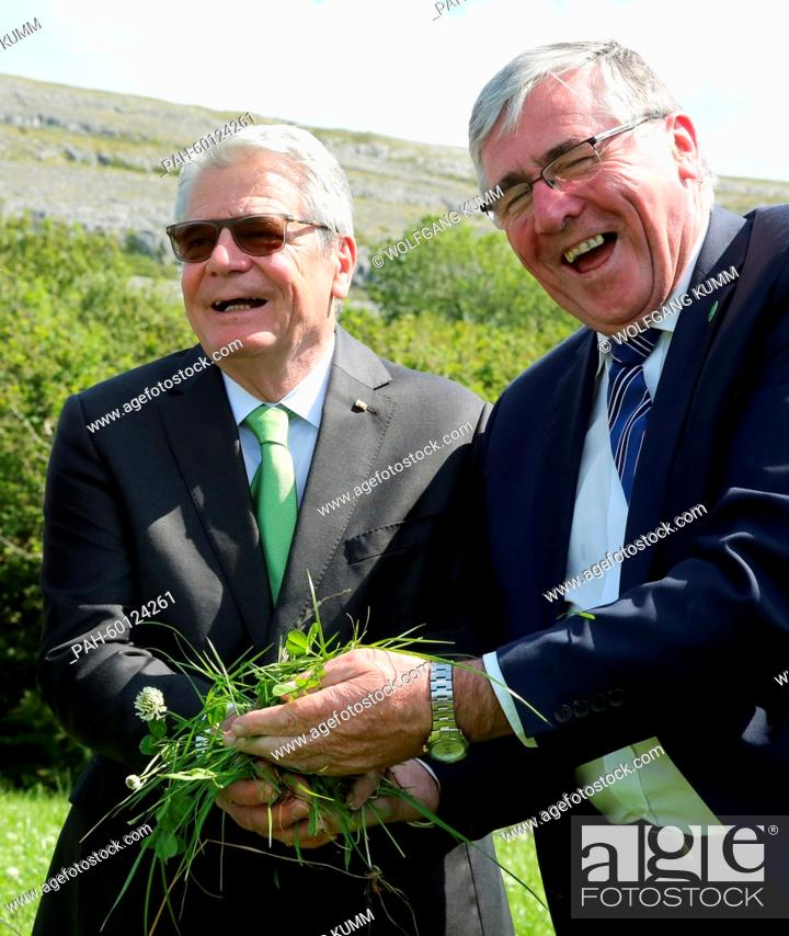 Stock Photo: Irish Minister of State for Food, Horticulture and Food Safety, Tom Hayes (r), shows juicy grass for raising cattle to German President Joachim Gauck on the.