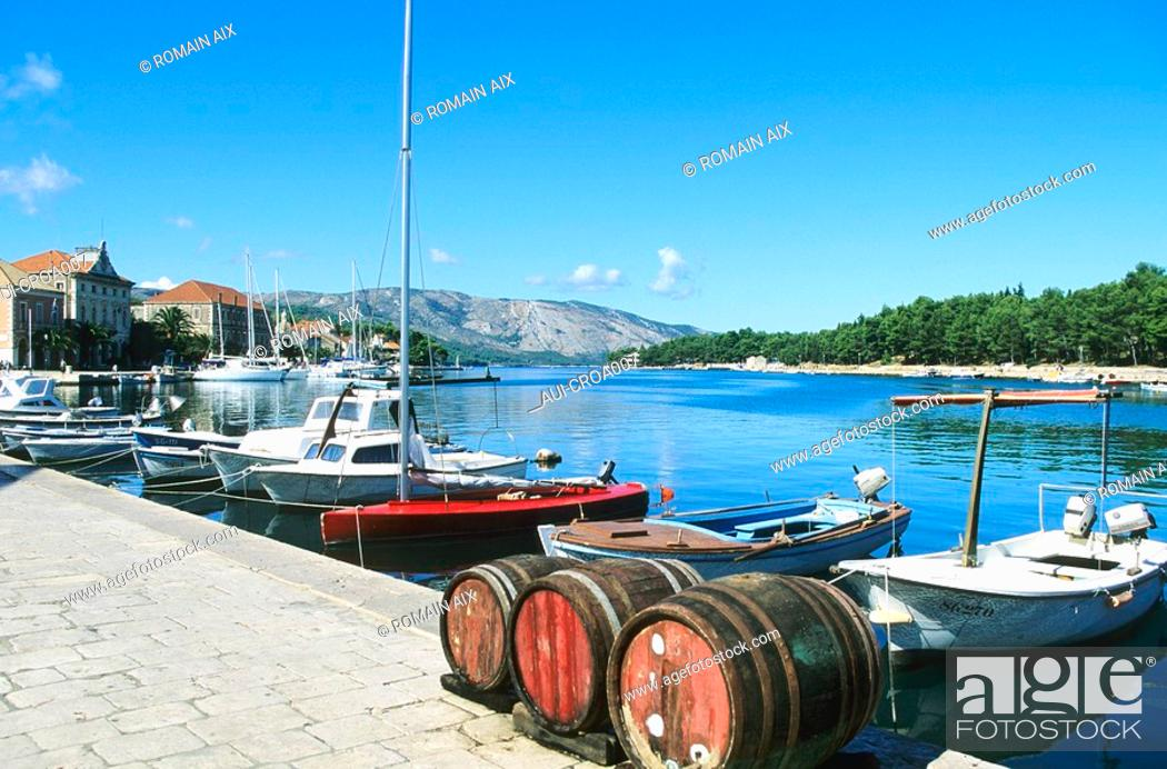 Stock Photo: Croatia - Ile de Hvar - Starigrad - Le port.