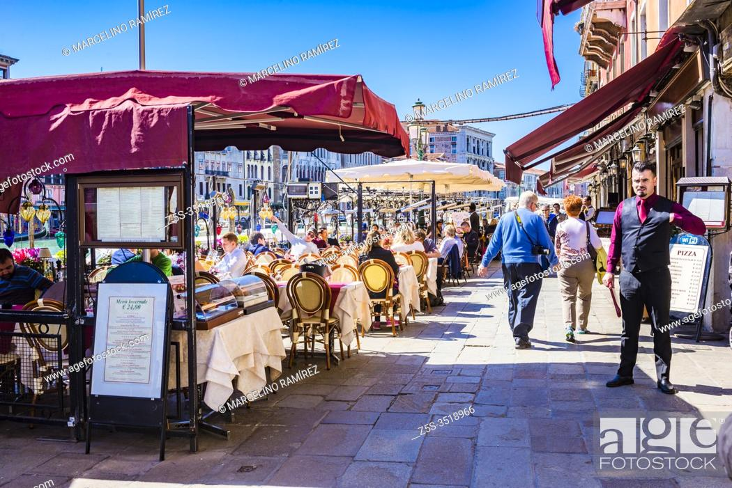 Imagen: Tables on the terraces in the lively Riva del Vin street. Grand Canal. Venice, Veneto, Italy, Europe.