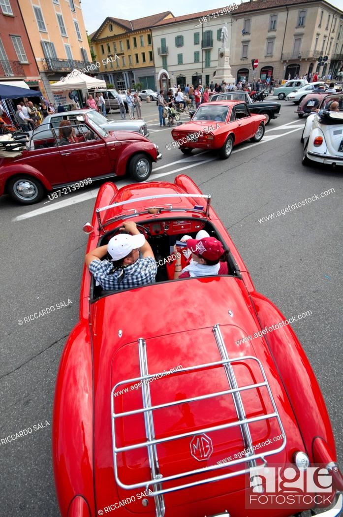 Stock Photo: Italy, Lombardy, Crema, Giuseppe Garibaldi Square, Meeting of Vintage Cars.