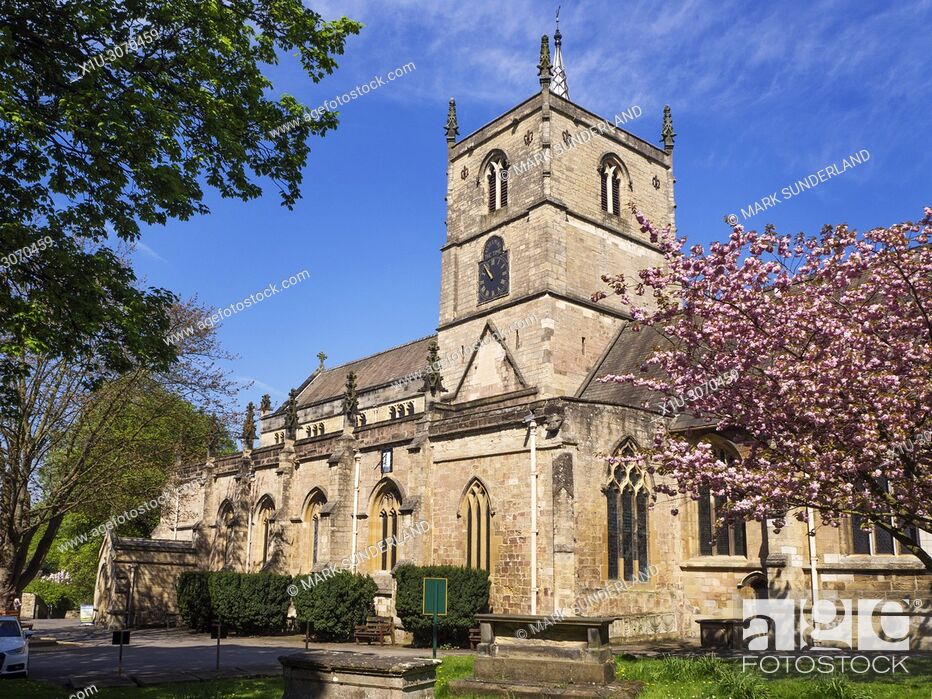 Imagen: Parish Church of St John the Baptist in Spring Knaresborough North Yorkshire England.