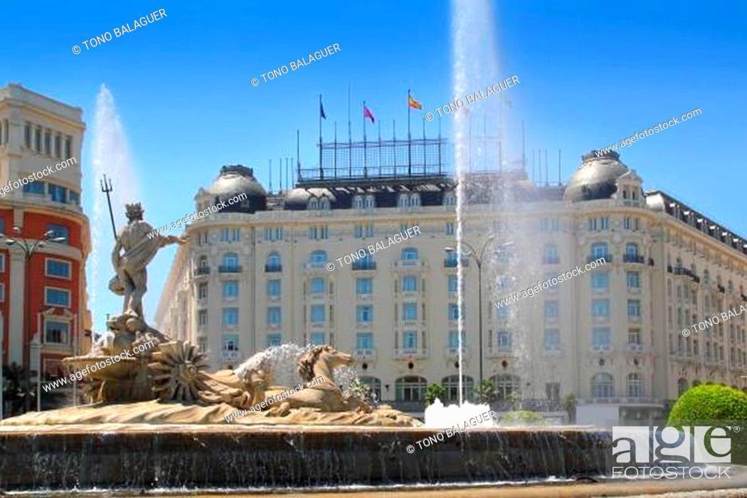 Stock Photo: Madrid Neptuno fountain in Paseo de la Castellana.