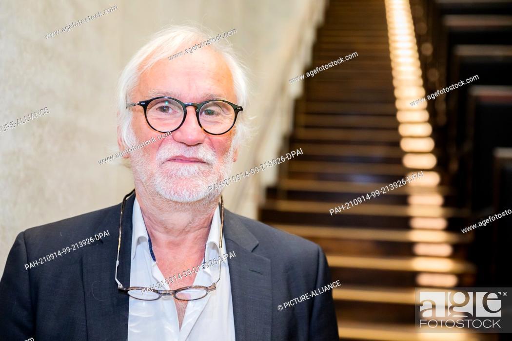 Stock Photo: 14 September 2021, Berlin: Eugen Blume, former director of the Hamburger Bahnhof - Museum für Gegenwart, looks into the photographer's camera before the.