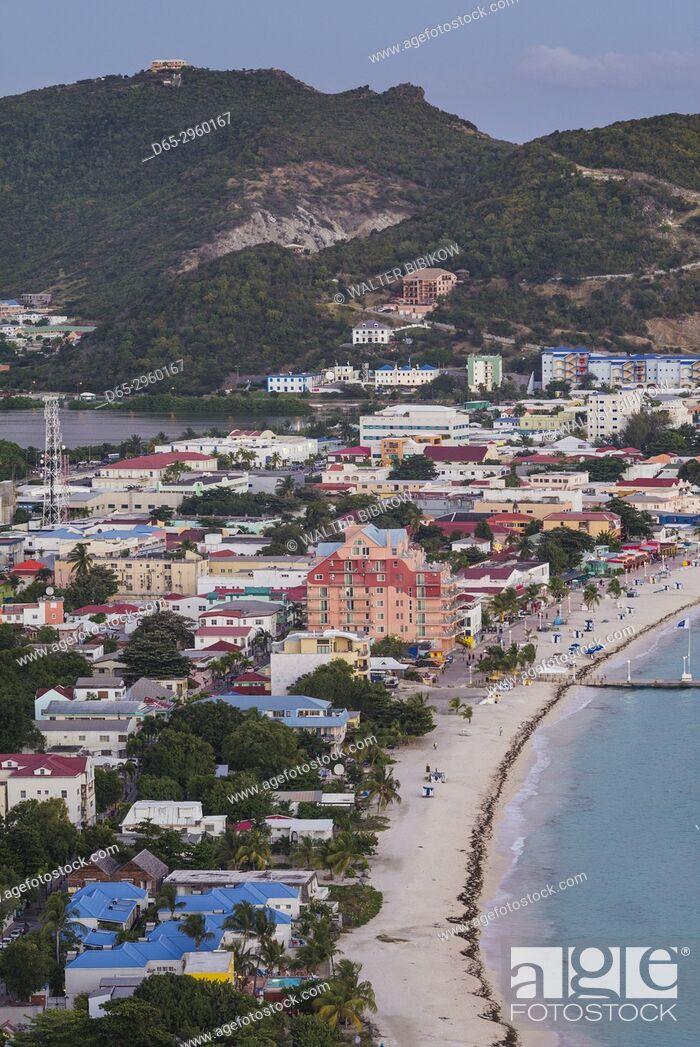 Photo de stock: Netherlands, Sint Maarten, Philipsburg, elevated town and beach view from Fort Hill, dusk.