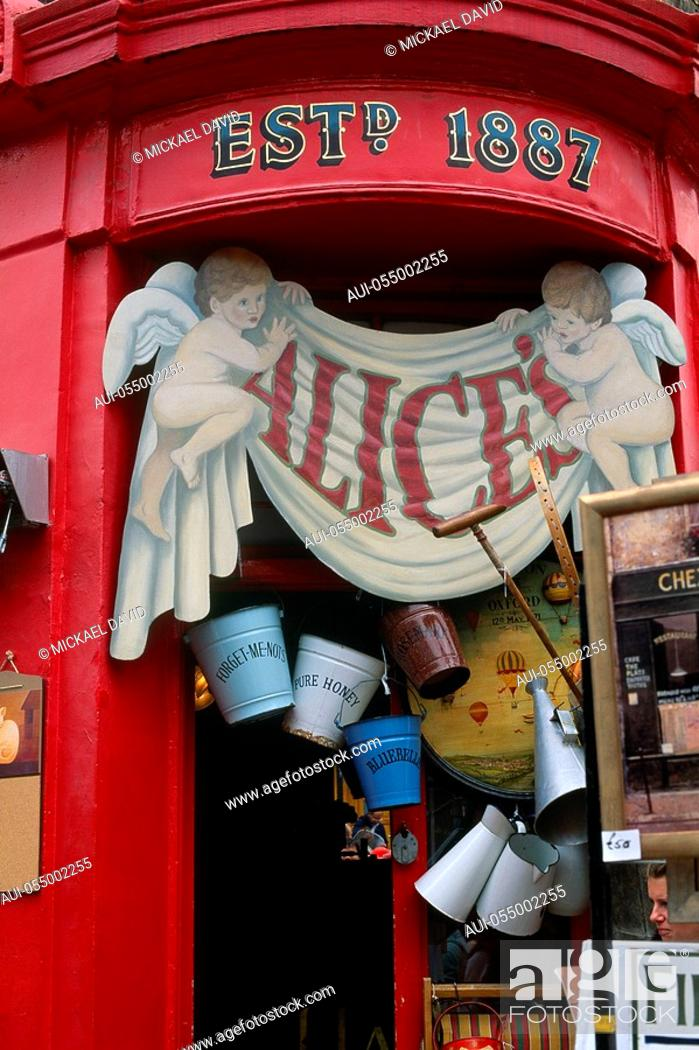 Stock Photo: England - London - Notting Hill district - Portobello Road Market.