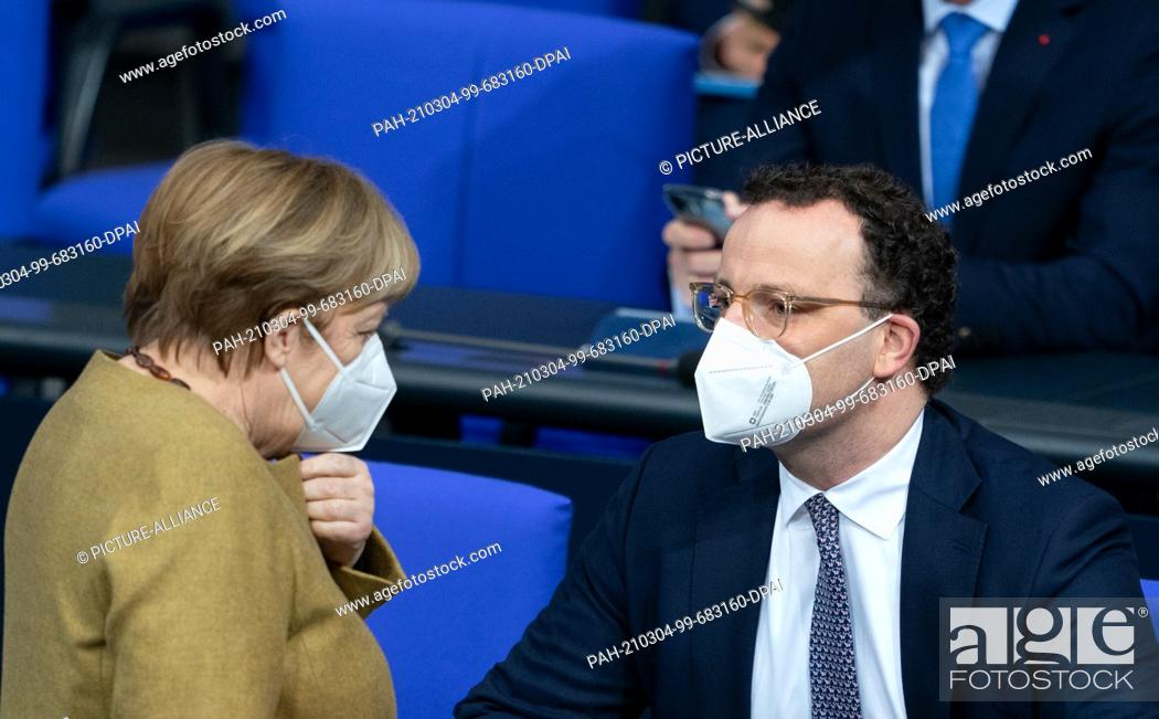 Imagen: 04 March 2021, Berlin: Chancellor Angela Merkel (CDU) and Jens Spahn (CDU), Federal Minister of Health, attend the 215th session of the Bundestag.
