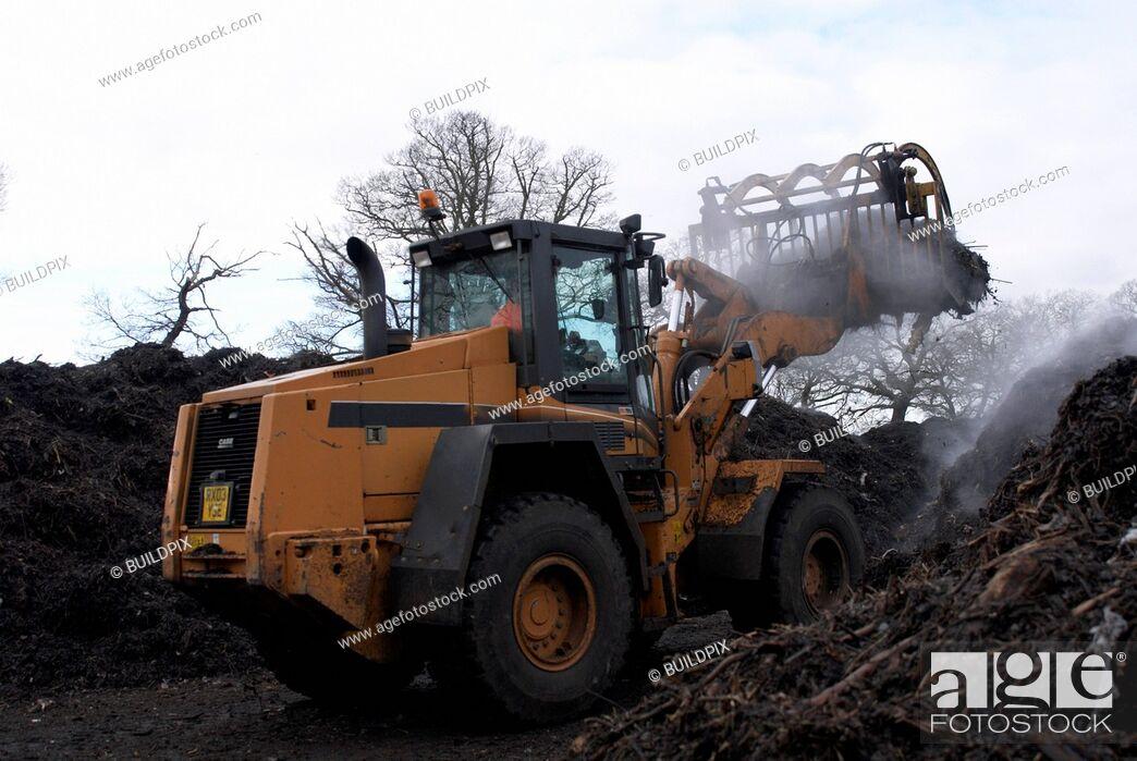 Imagen: Front loader working at composting centre.