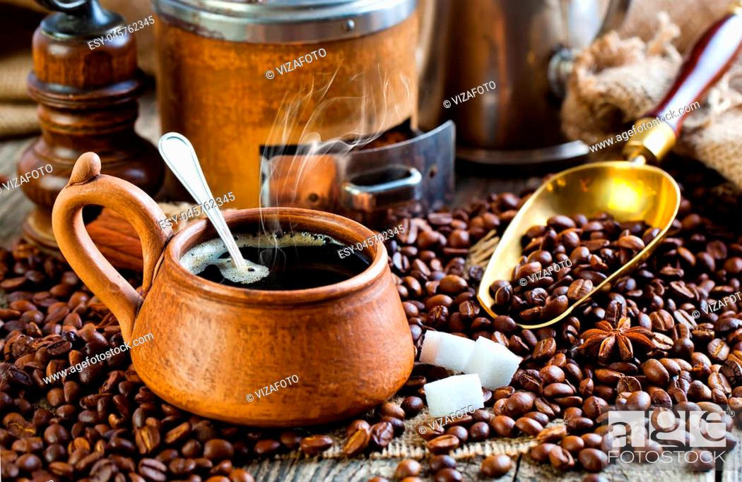 Imagen: Hot drink black coffee with grains.