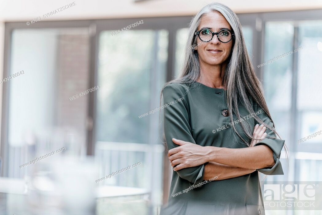 Photo de stock: Portrait of smiling woman with long grey hair.