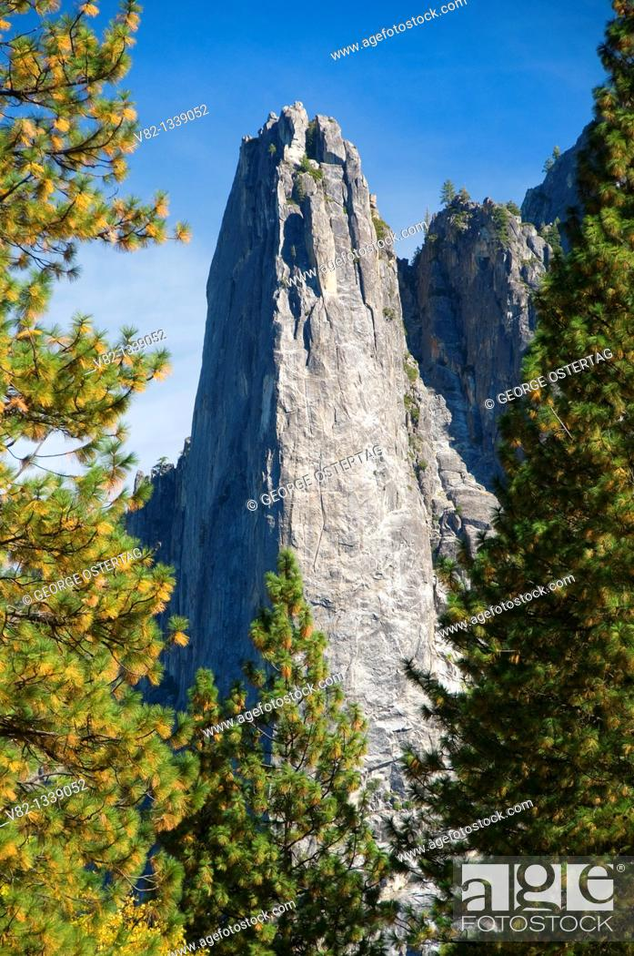 Stock Photo: Yosemite Valley cliffs, Yosemite National Park, CA.