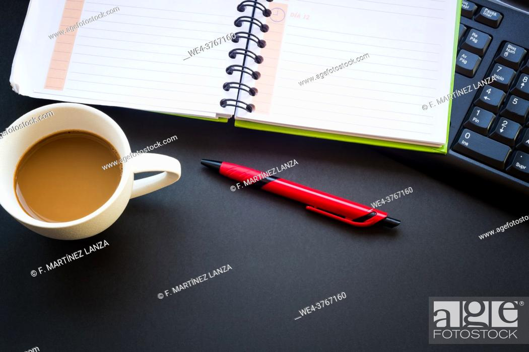 Imagen: diary with coffee cup and pen.