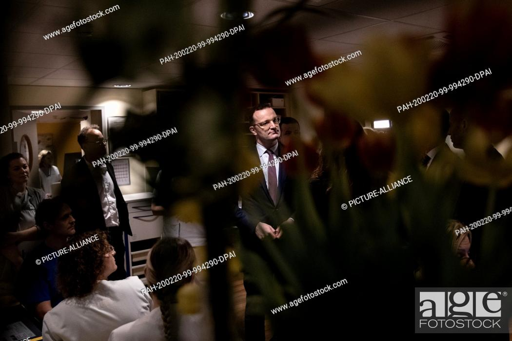 Stock Photo: 20 February 2020, Hamburg, Harburg: Jens Spahn (CDU, M), Federal Minister of Health, talks to employees in the trainee cardiac surgery ward during a visit to.