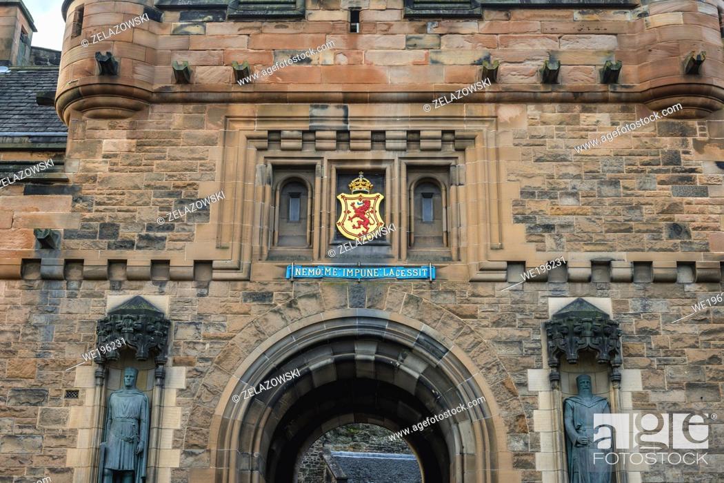 Imagen: Gatehouse of Castle in Edinburgh, the capital of Scotland, part of United Kingdom.