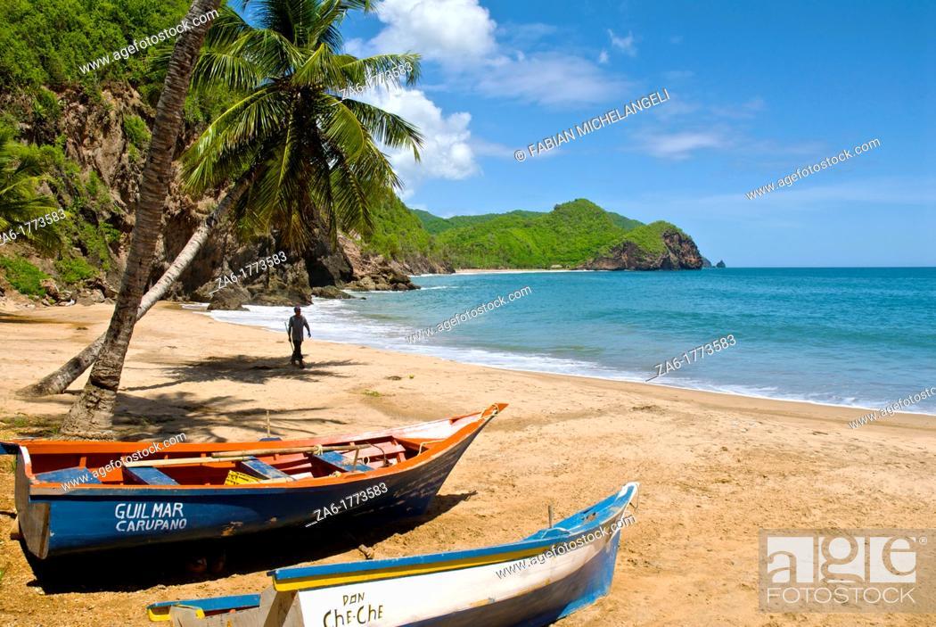 Imagen: Fishing boats in Nivaldito Beach in the Paria peninsula, eastern coast of Venezuela.