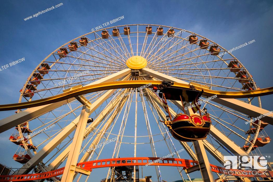 Stock Photo: USA, New Jersey, The Jersey Shore, Wildwoods, Wildwoods Beach Boardwalk, ferris wheel, dusk.