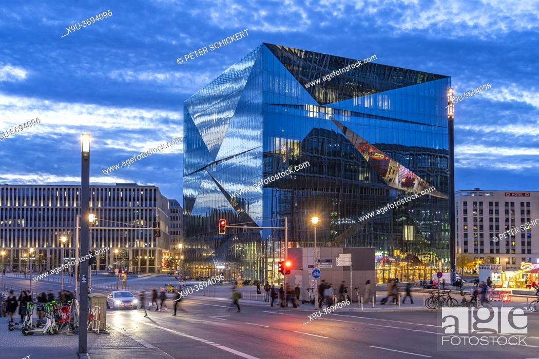 Stock Photo: Das moderne Bürogebäude Cube Berlin auf dem Washingtonplatz in der Abenddämmerung, Berlin, Deutschland | Smart Commercial Building Cube Berlin on.