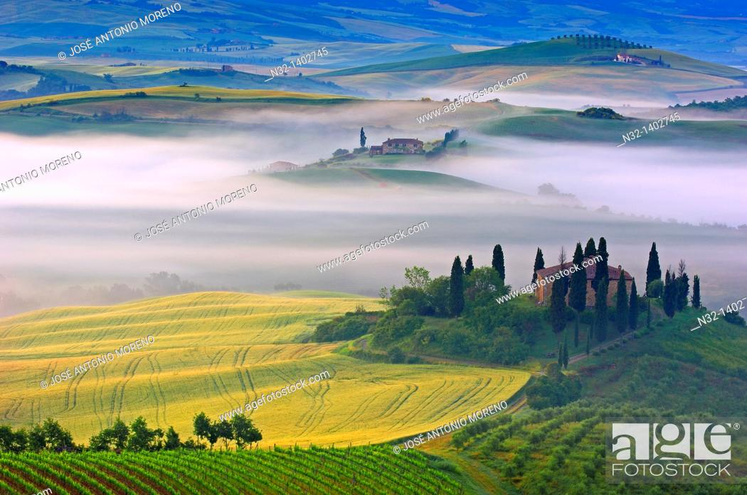 Stock Photo: Val d'Orcia  Orcia Valley  Morning fog  The Belvedere at dawn  UNESCO World Heritage Site  San Quirico d'Orcia  Siena Province  Tuscany  Tuscany landscape.
