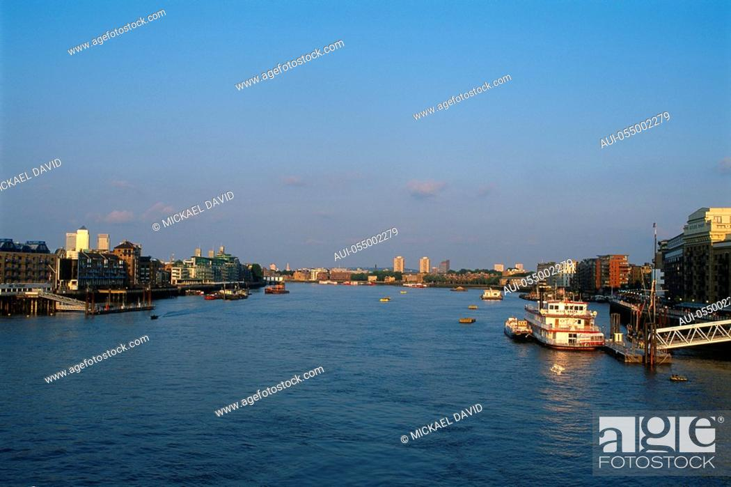 Stock Photo: England - London - South Bank district - The Thames.