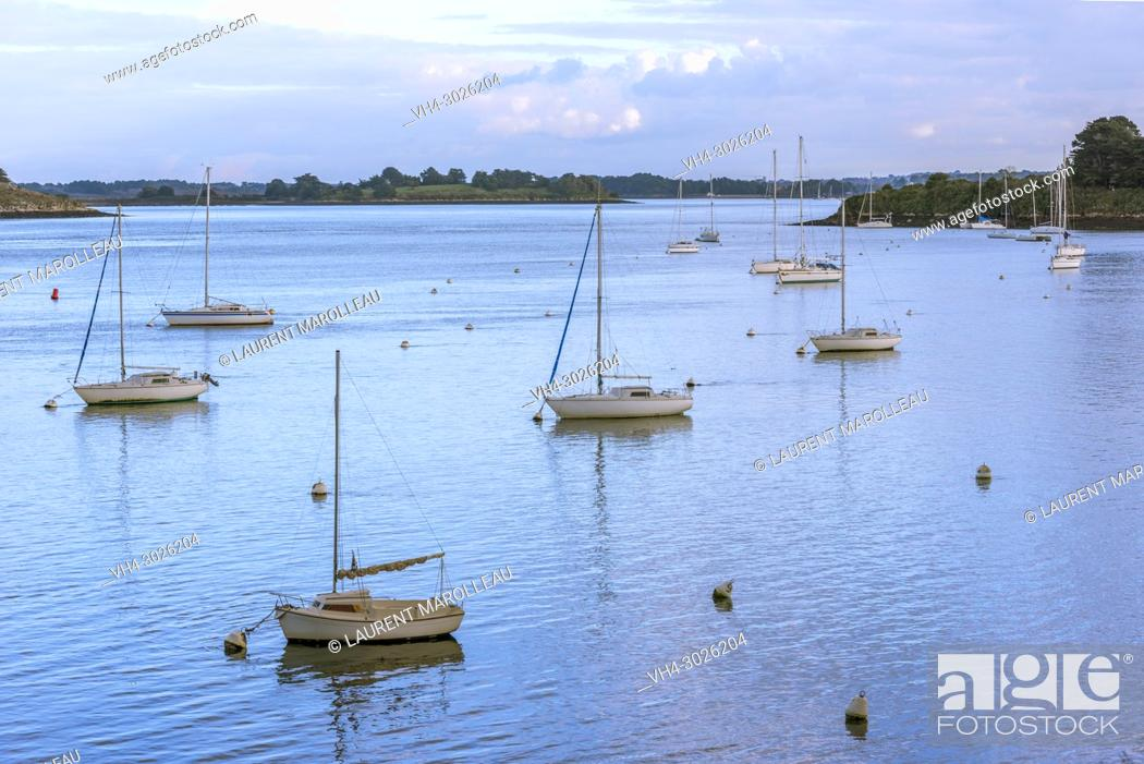 Stock Photo: Bay of Kerners in the Gulf of Morbihan, Arzon, Rhuys Peninsula, Arrondissement of Vannes, Morbihan Department, Brittany Region, France, Europe.