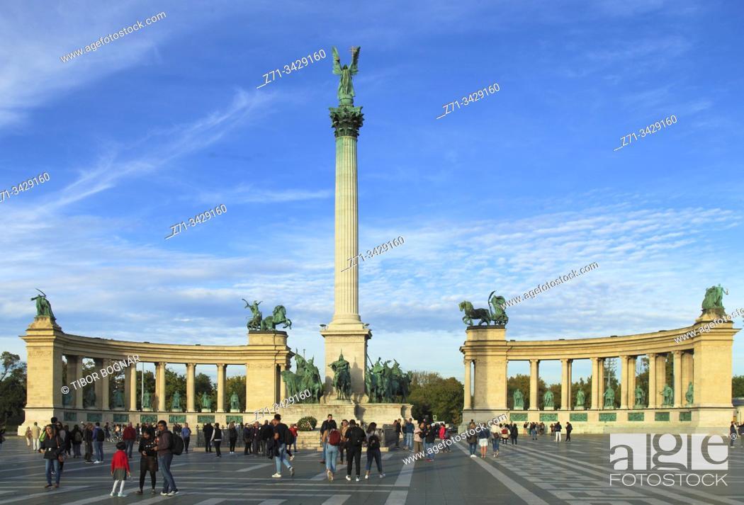 Stock Photo: Hungary, Budapest, Heroes Square, Millennium Monument.