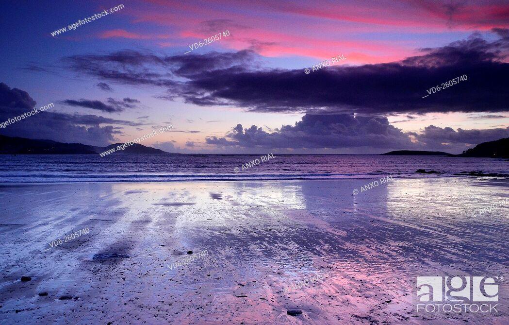 Stock Photo: Spain. Galicia. Pontevedra. Rias Baixas. Gets dark in Playa America. Nigran.