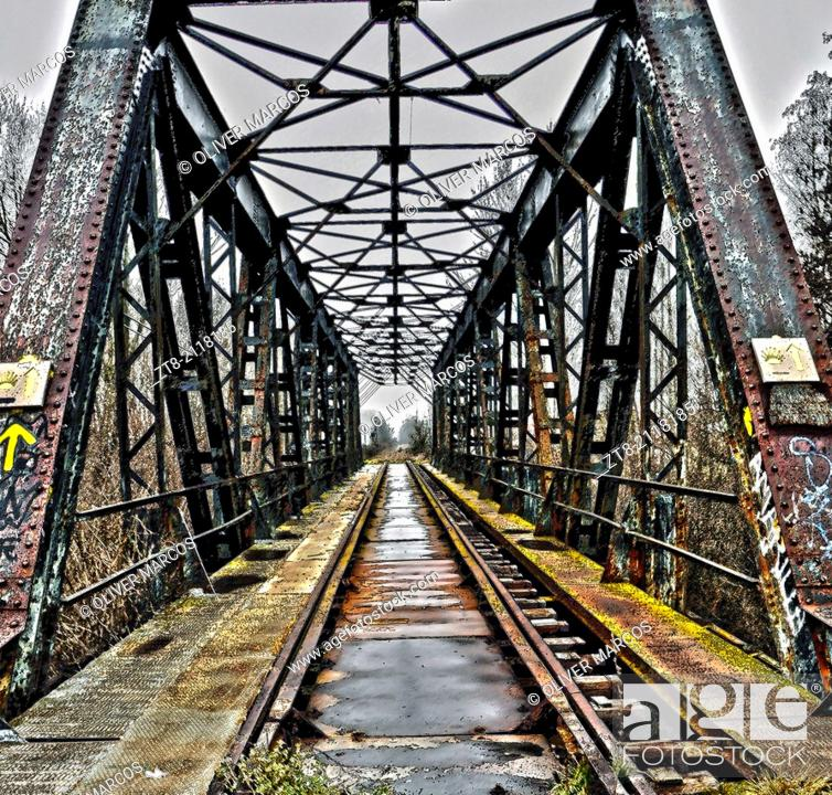 Imagen: Bridge, old railway line running along the Ruta de la Plata (Silver Route) from Sevilla to Gijon, Spain.  The Silver Route is an alternative to the French Way.