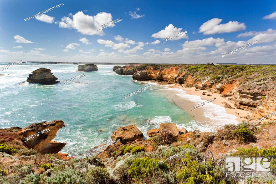 Imagen: Bay of Martyrs with Bay of Islands, Great Ocean Road, Australia The Great Ocean Road is one of the most famous scenic roads worldwide It crosses the Port.