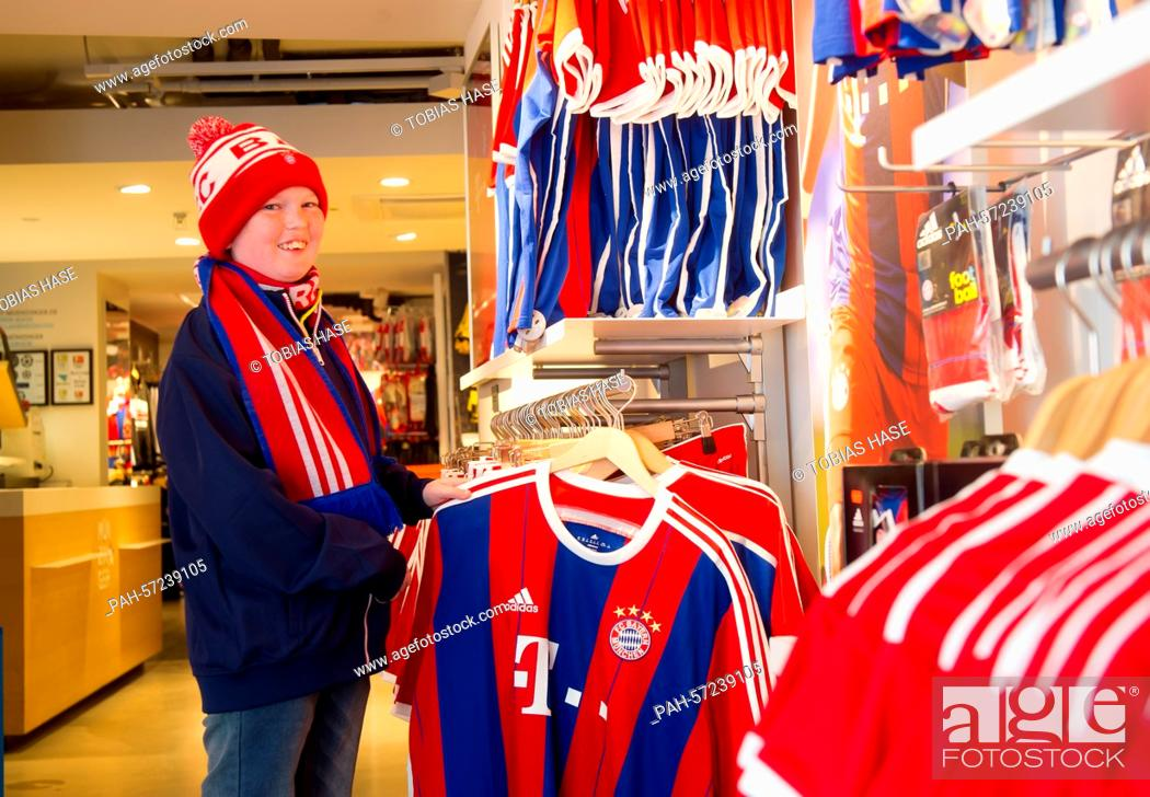 the latest 3ecab 9d7a9 The 15-year-old American fan of FC Bayern Munich, William ...