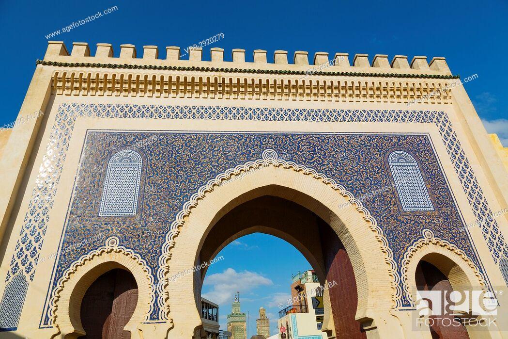Stock Photo: Street life scene. Bab Bou Jeloud gate, main entrance to Souk Medina of Fez, Fes el Bali. Morocco, Maghreb North Africa.