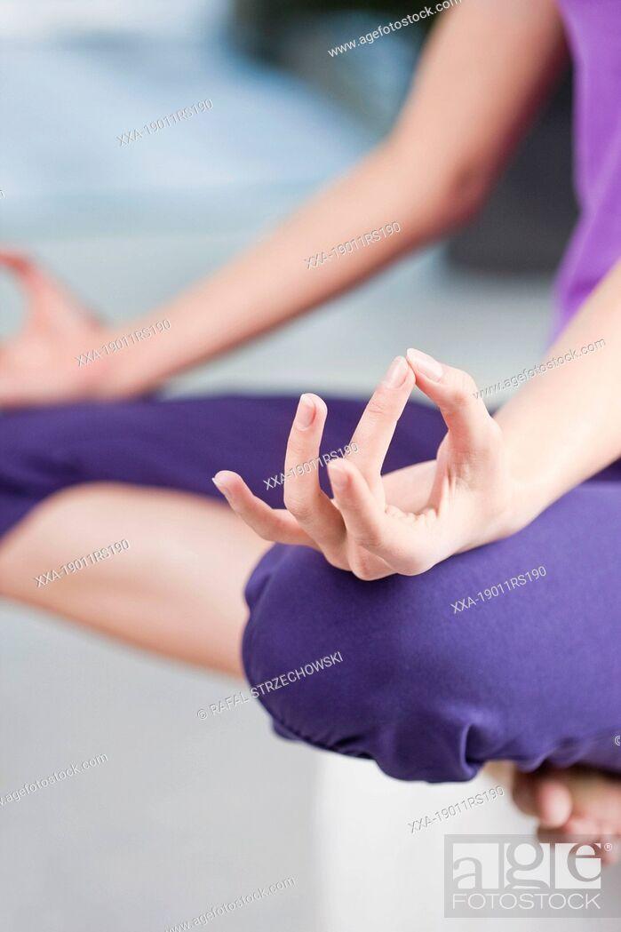 Imagen: Woman meditate.