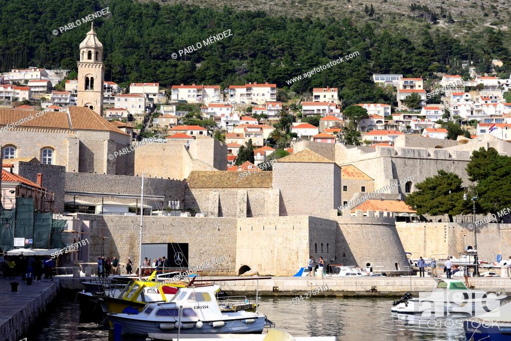 Stock Photo: Walls and harbour of Dubrovnik, Croatia.