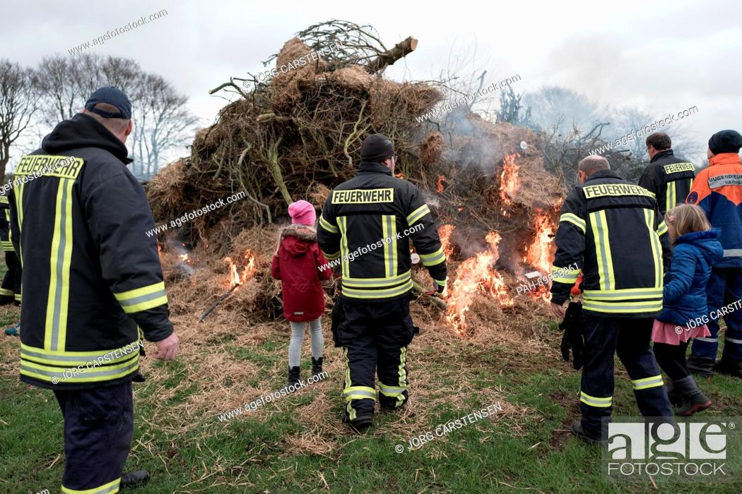 Stock Photo: An Easter Fire is lit by voluntary firefighters in Niehuus, Germany, 13 April 2017. Photo: Jörg Carstensen/dpa | usage worldwide.