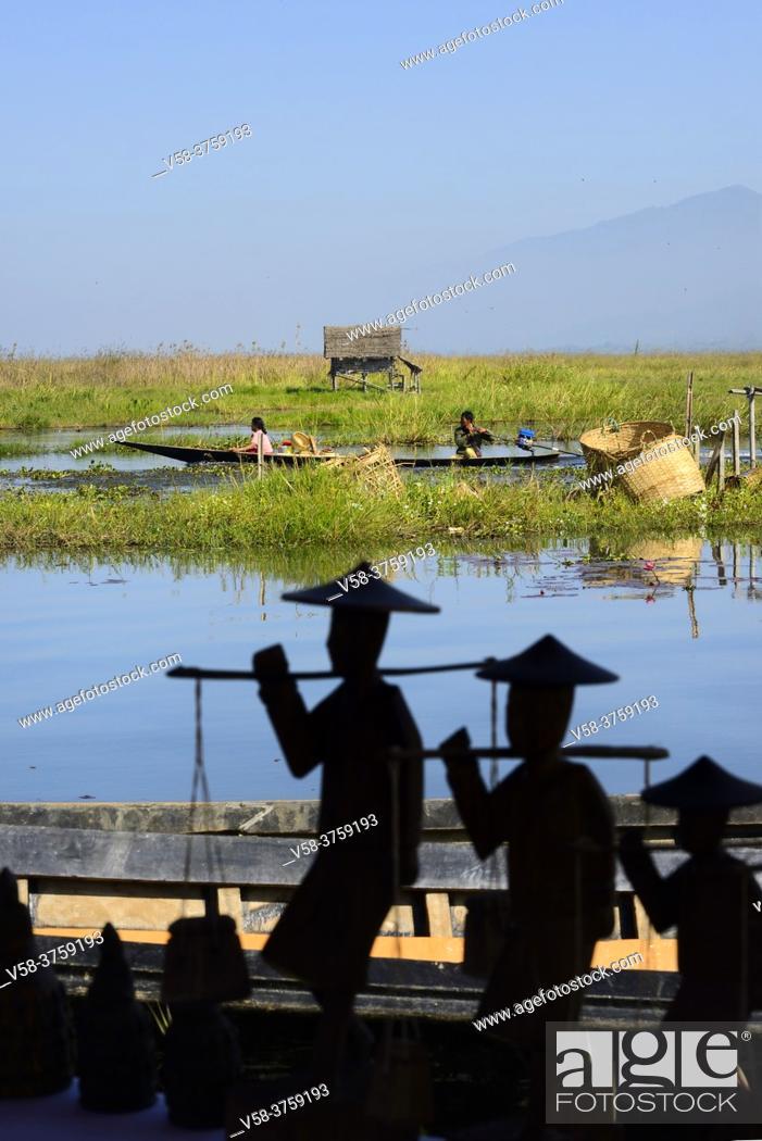 Stock Photo: Myanmar, Shan State, Inle Lake, Kyaut Daing village, Crafts market.