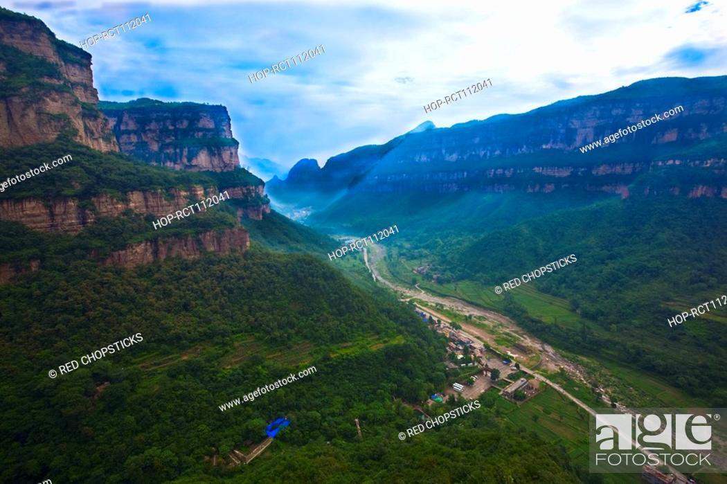 Stock Photo: High angle view of a canyon, Taihang Grand Canyon, Linzhou, Henan Province, China.