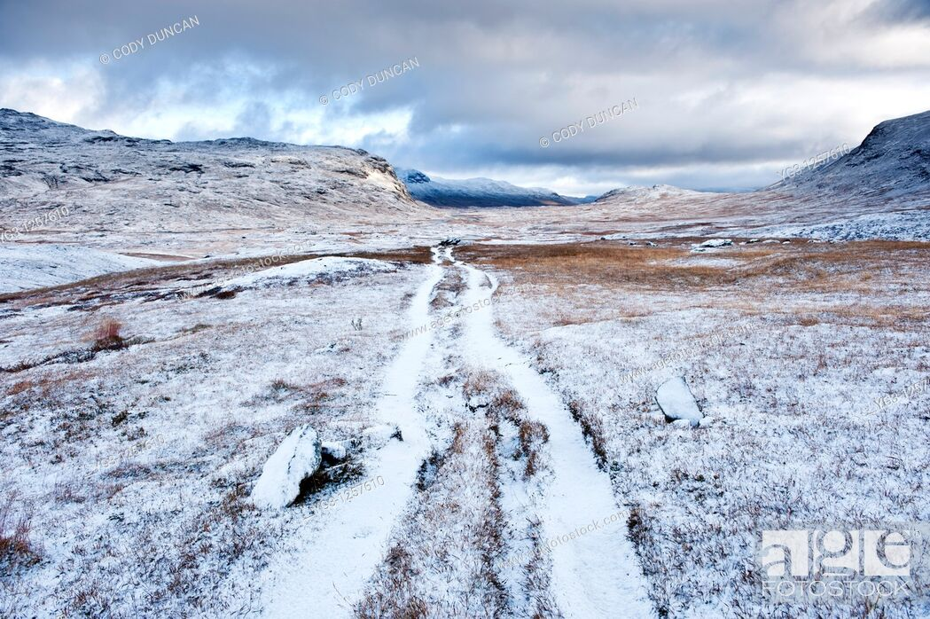 Stock Photo: View of Kungsleden trail after autumn snow, near Tjaktja, Lapland, Sweden.