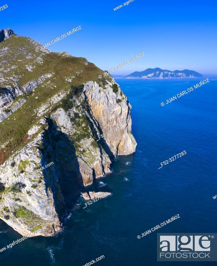 Imagen: Aerial view, Liendo, Cantabrian Sea, Liendo Valley, Cantabria, Spain, Europe.