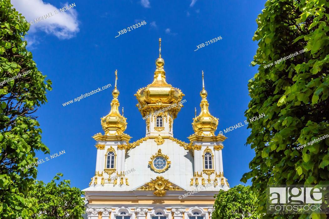 Photo de stock: External view of Peterhof, Peter the Great's Palace, St. Petersburg, Russia.