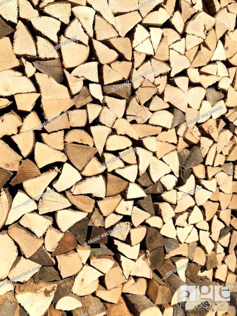 Imagen: Pile of firewood.