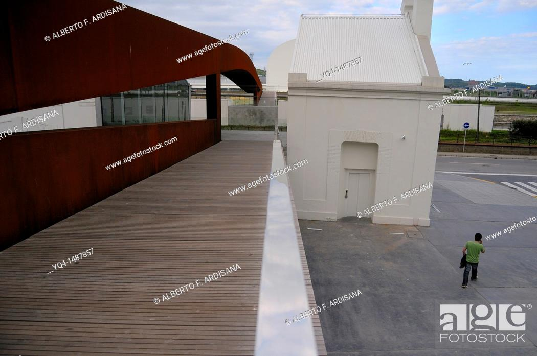 Stock Photo: Footbridge, way to the Oscar Niemeyer International Cultural Centre, Aviles, Austria, Spain.