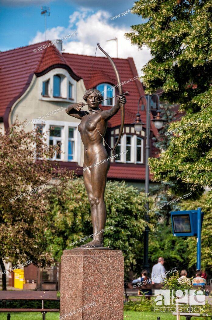 Imagen: Archer - sculpture in the park of Jan Kochanowski. Bydgoszcz, Kuyavian-Pomeranian Voivodeship, Poland.