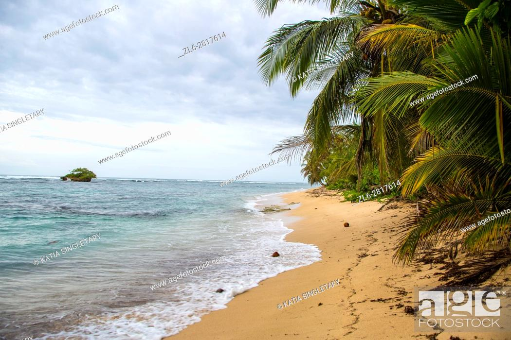 Stock Photo: Beautiful beaches on the island of red Frog Beach resort in Bocas del Toro.