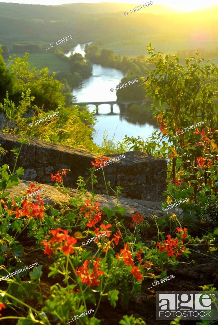 Stock Photo: Domme, Perigord. Dordogne, Aquitaine, France.