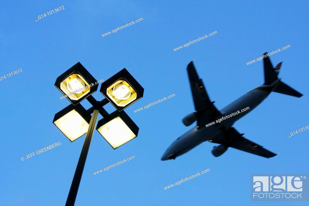 Stock Photo: Florida, Miami, street lamp, jet, airplane, airport approach, commercial airliner,.