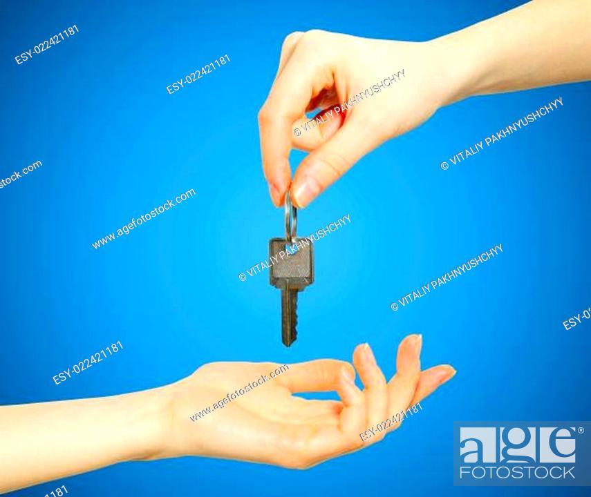 Photo de stock: hand holds key.