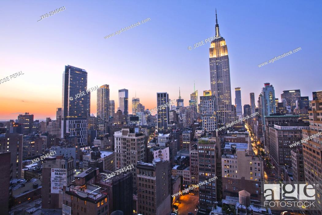 Imagen: Empire State Building, Midtown skyline, at right Fifth Avenue, Manhattan, New York City, New York, USA.
