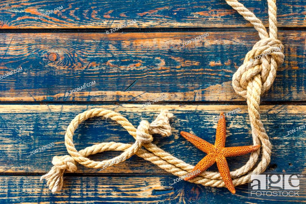 Imagen: Sea background with starfish and marine rope.