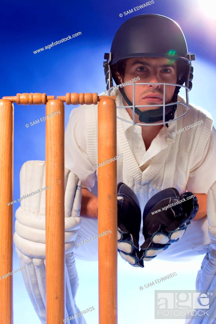 Imagen: Cricket player waiting at bats.